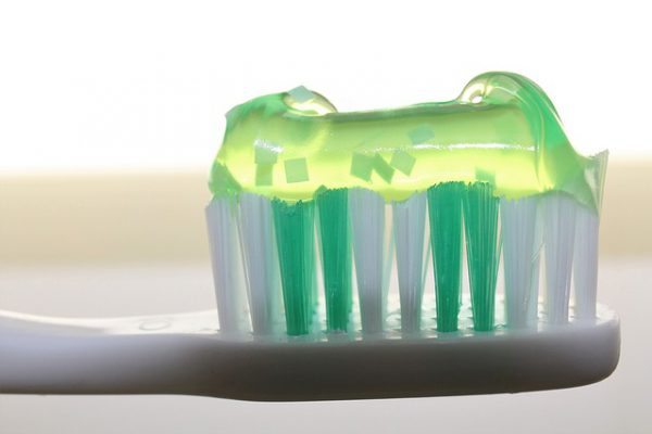 toothbrush-2789792_640